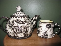 Front view of crow teapot and mug